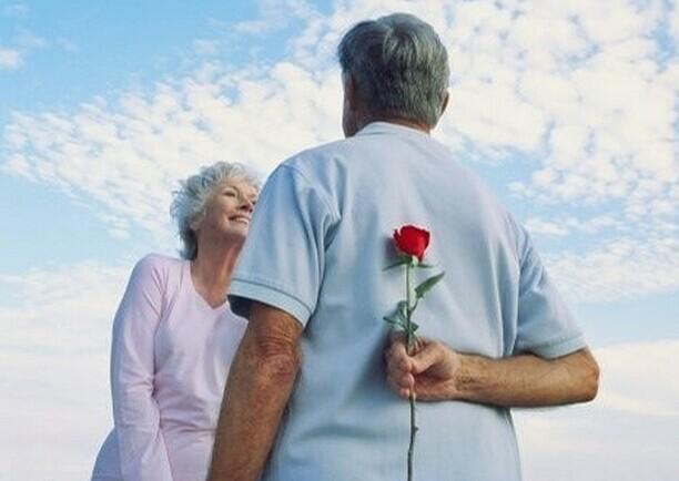 展示中老年人的情感世界和多彩的人生历程,礼赞中老年人的人生价值,为中老年朋友维护权益、养生保健、提高生活质量提供全方位服务为办刊宗旨,为老年事业做出了贡献。