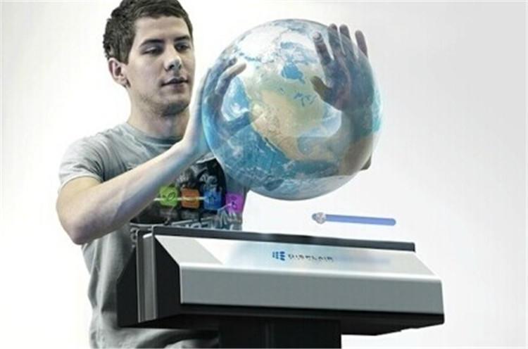 【空气触摸技术】触摸屏技术经过几年的迅速发展,现在已经非常成熟。位于俄罗斯的一家创业公司打破常规触摸屏技术,研发出了空气触摸屏技术,并在国际消费电子展上吸引了众多眼球。新开发的机器会喷出稳定湿润的气流,以此作为触摸媒介,并以类似投影的方式将影像投射到气体中。