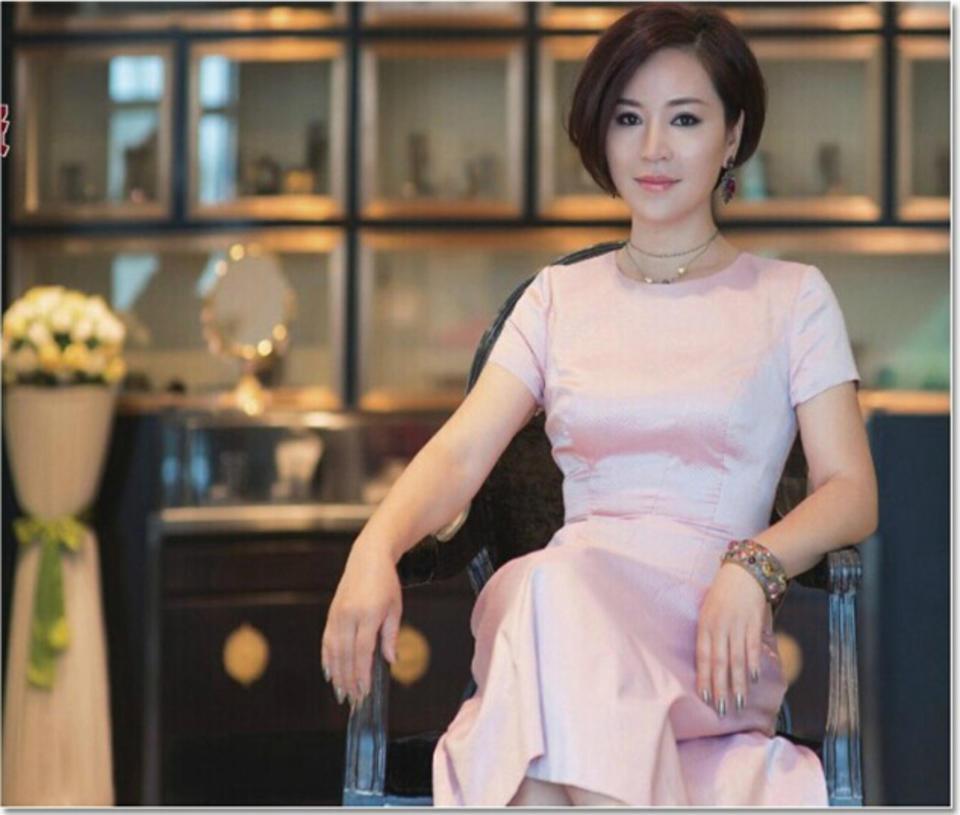 《中国商人》杂志由中国商业联合会主管、中国商报社主办,自1992年创刊以来,一直服务于经理人、企业家、中高层管理者,是面向中国商界精英、领袖人物的品位杂志、人文读本。读者定位为28-55岁之间的成功人士:拥有经济话语权的商务人士、职业经理人、企业决策者、行政裁决者、教授学者等社会名流;70%以上是男性读者。