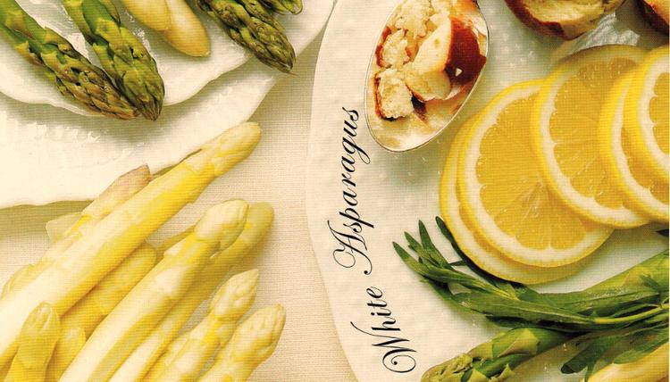 """被喻为""""the royal vegetable""""的白芦笋,一直是欧陆餐桌上的尊贵宠儿,初夏时节,芦笋根根,那入口之后的清甜,最能为人带来清净,齿颊留香。"""