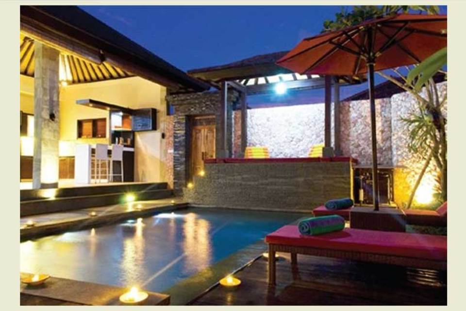 《Luxury Properties 地标》[1] 创刊于2004年,是亚太地区首屈一指的奢华房地产杂志。