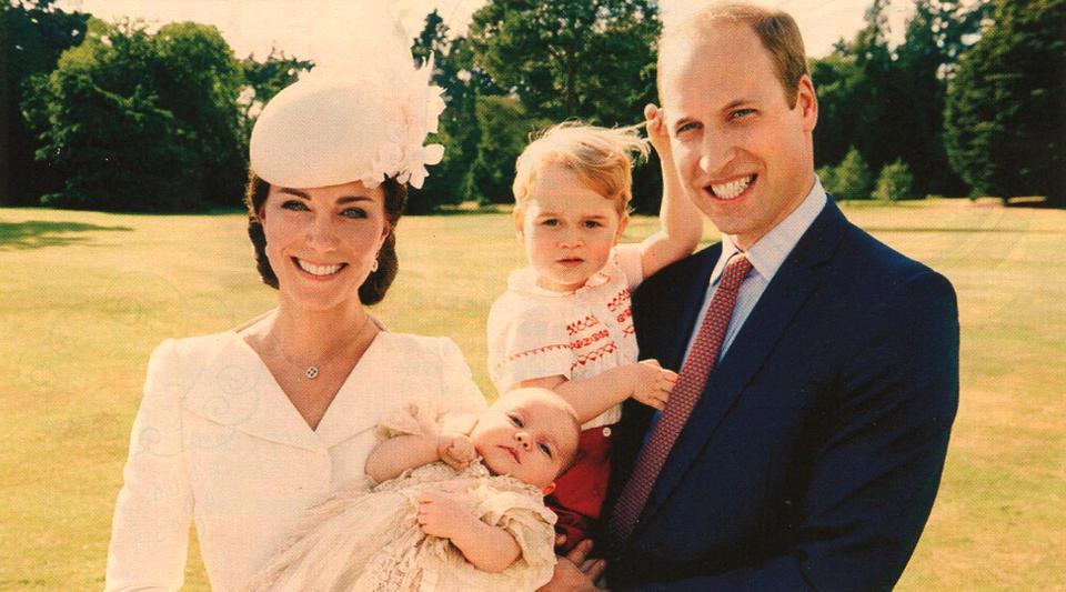 英��王室小公主迎接洗�Y